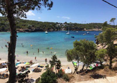 Velero atracado en calas de Ibiza
